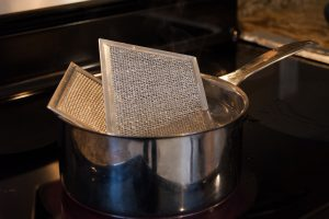 blog-hero_mollymaid_range-hood-cleaning-de-greasing-tips