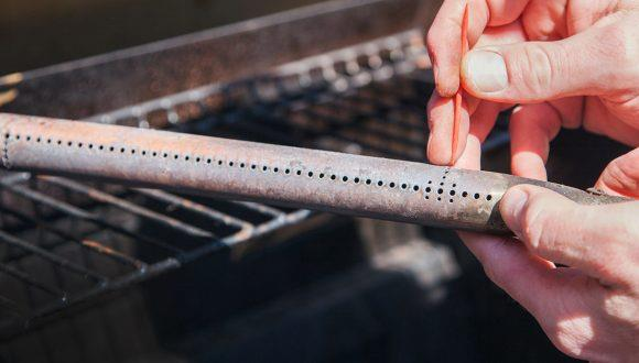 Oneupweb_MollyMaid_How-to-Clean-a-Propane-Grill--_Blog--_20170328